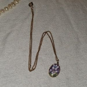 Jewelry - Vintage tea time necklace
